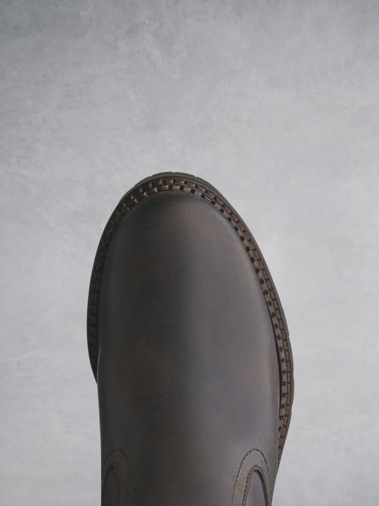 A rounded toe for comfort, with a heavy tread sole for extra grip.