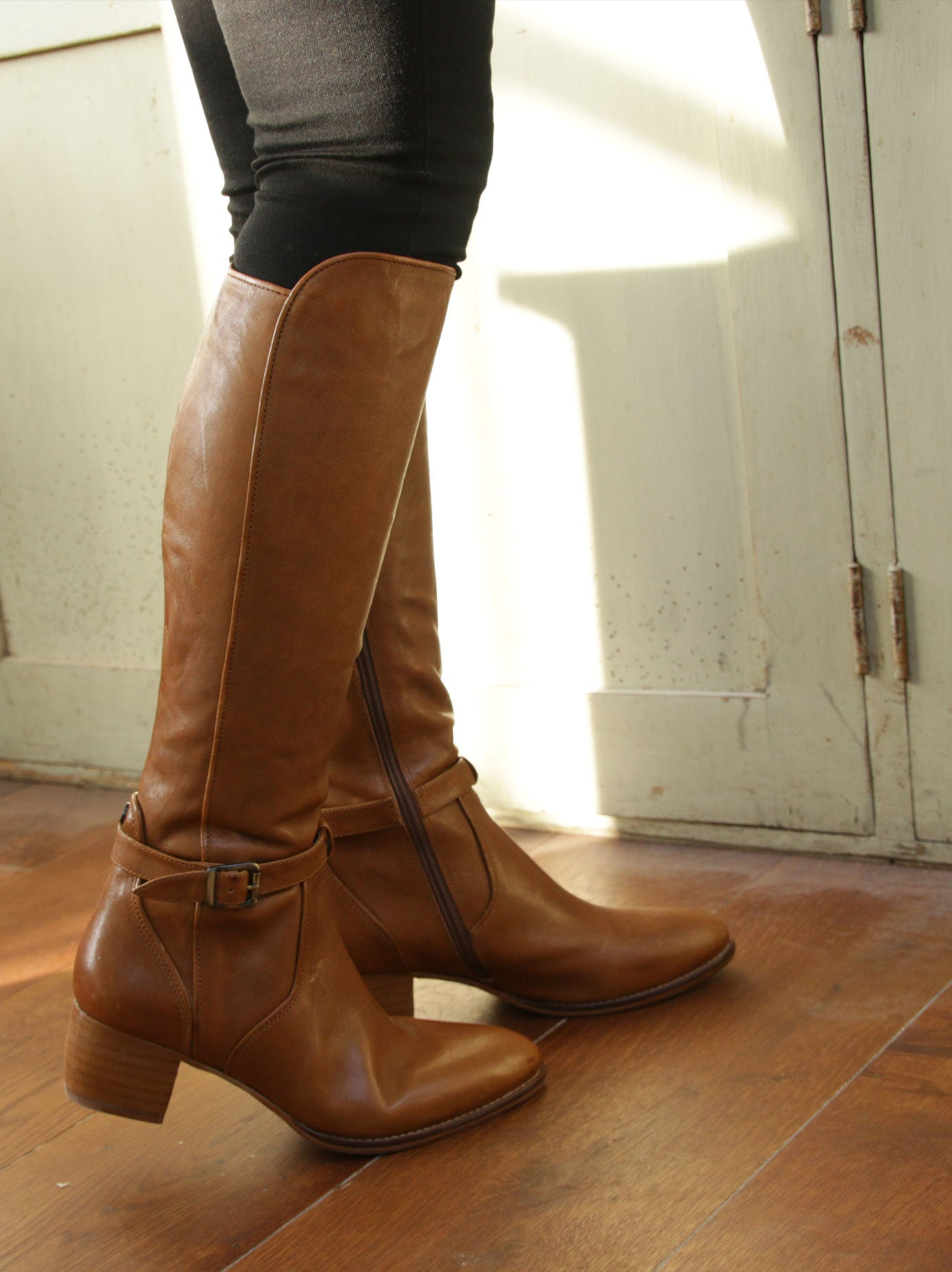 Featuring brown leather piped seams - accentuating the curves of the boot.