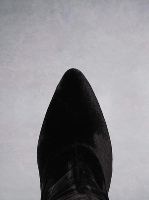 Delos Black Velvet - Simple and elegant high-heel boots.