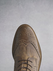 With stylish tan leather brogue detailing over the classic round toe shape.