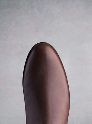 Thornbank in brown has a round toe shape for your comfort all season.