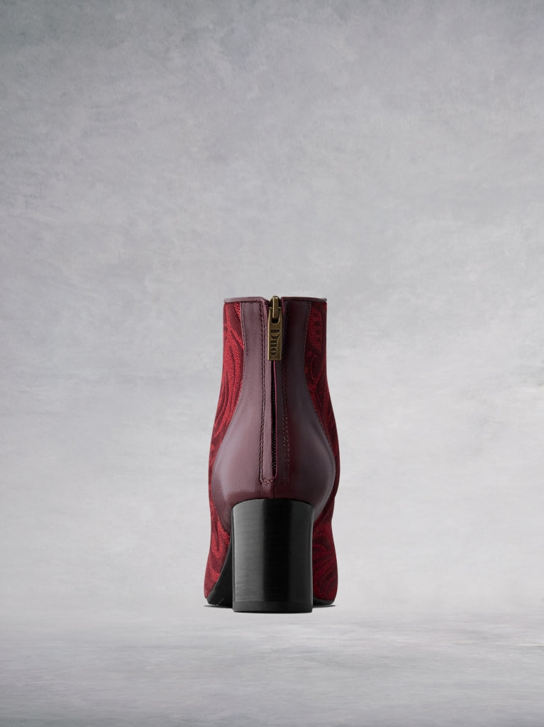 The burgundy boot has a mid-height cylindrical heel for extra comfort.