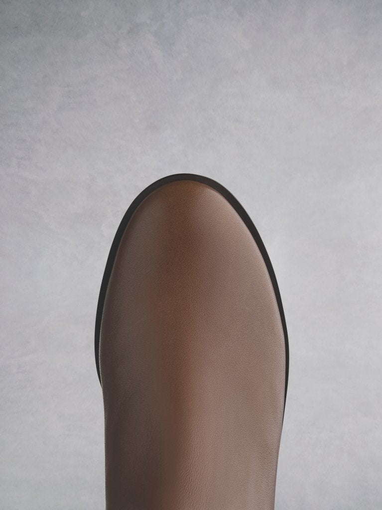Featuring a tan leather round toe that looks both elegant and classic.
