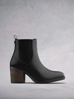 Isidor Black Leather - High heel Chelsea boots with contrast elastic.