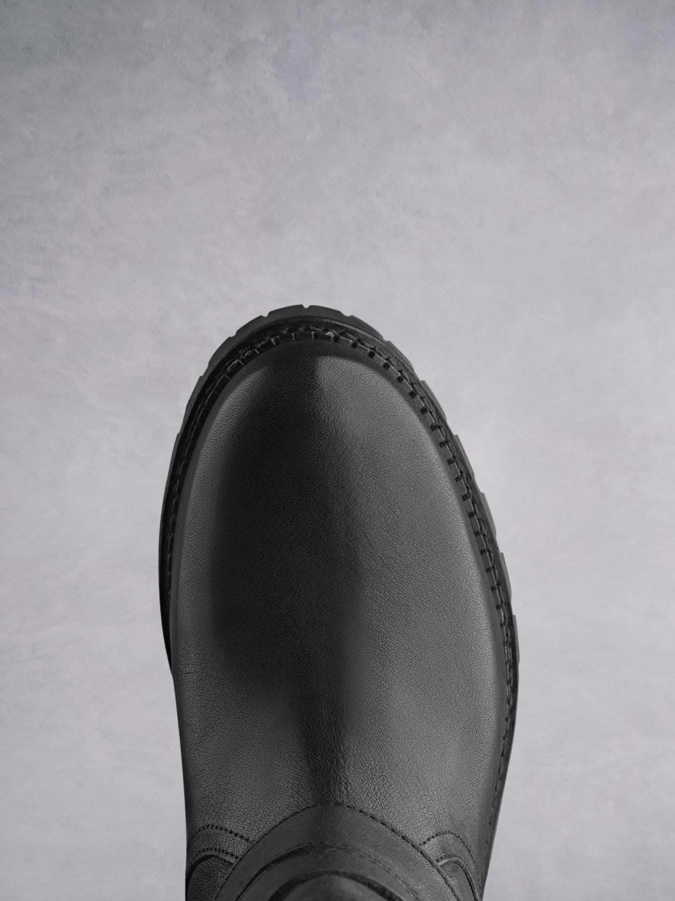 Longleat has a round toe and subtle black stitching.