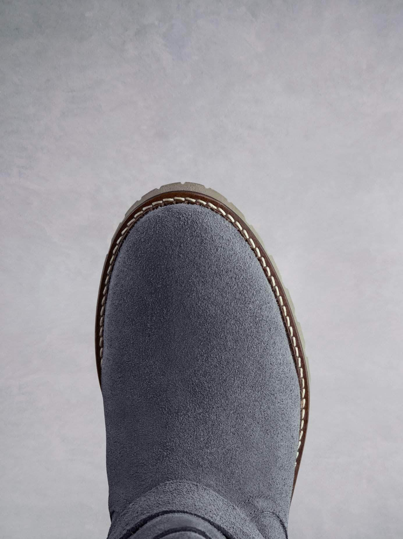 Longleat has a round toe shape with contrast white stitching.