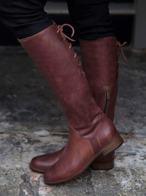 Thornbank Black Leather - Casual knee high with lace up back.