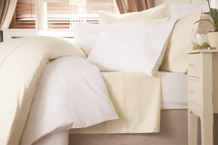 Housewife, Belledorm, Belledorm 100% Crisp Cotton 600 Thread Count Standard Pillowcase - from thebeddingbox.co.uk