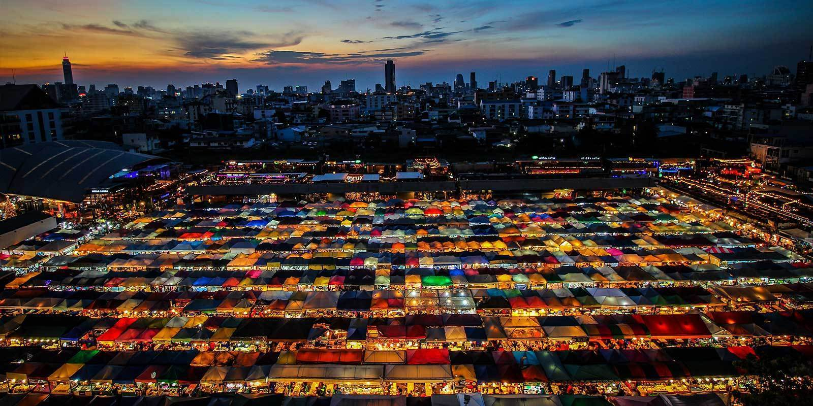 YOUR GUIDE TO 5 OF THE BEST NIGHT MARKETS IN THE US