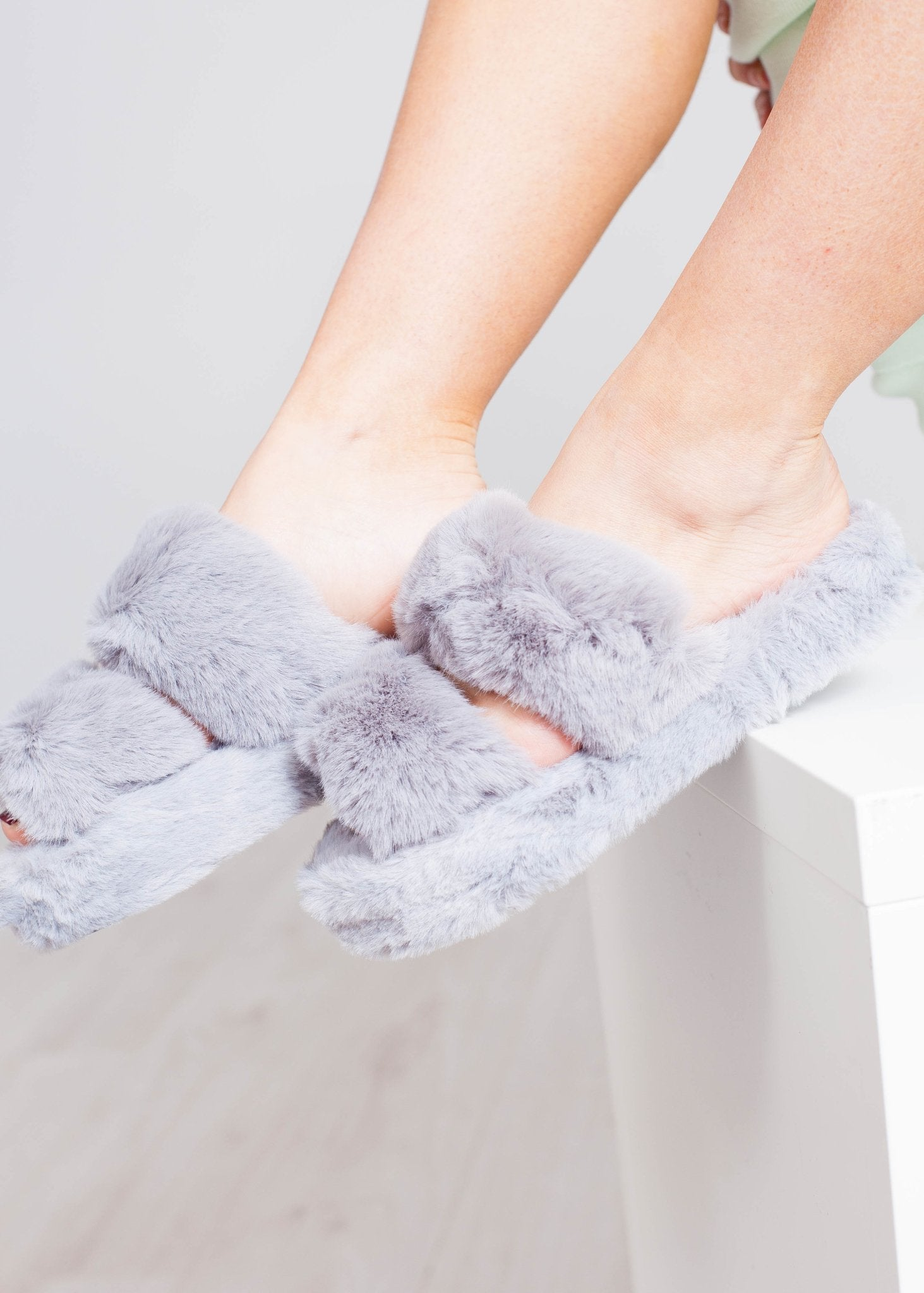 Cathy Fluffy Slippers In Grey - The Walk in Wardrobe