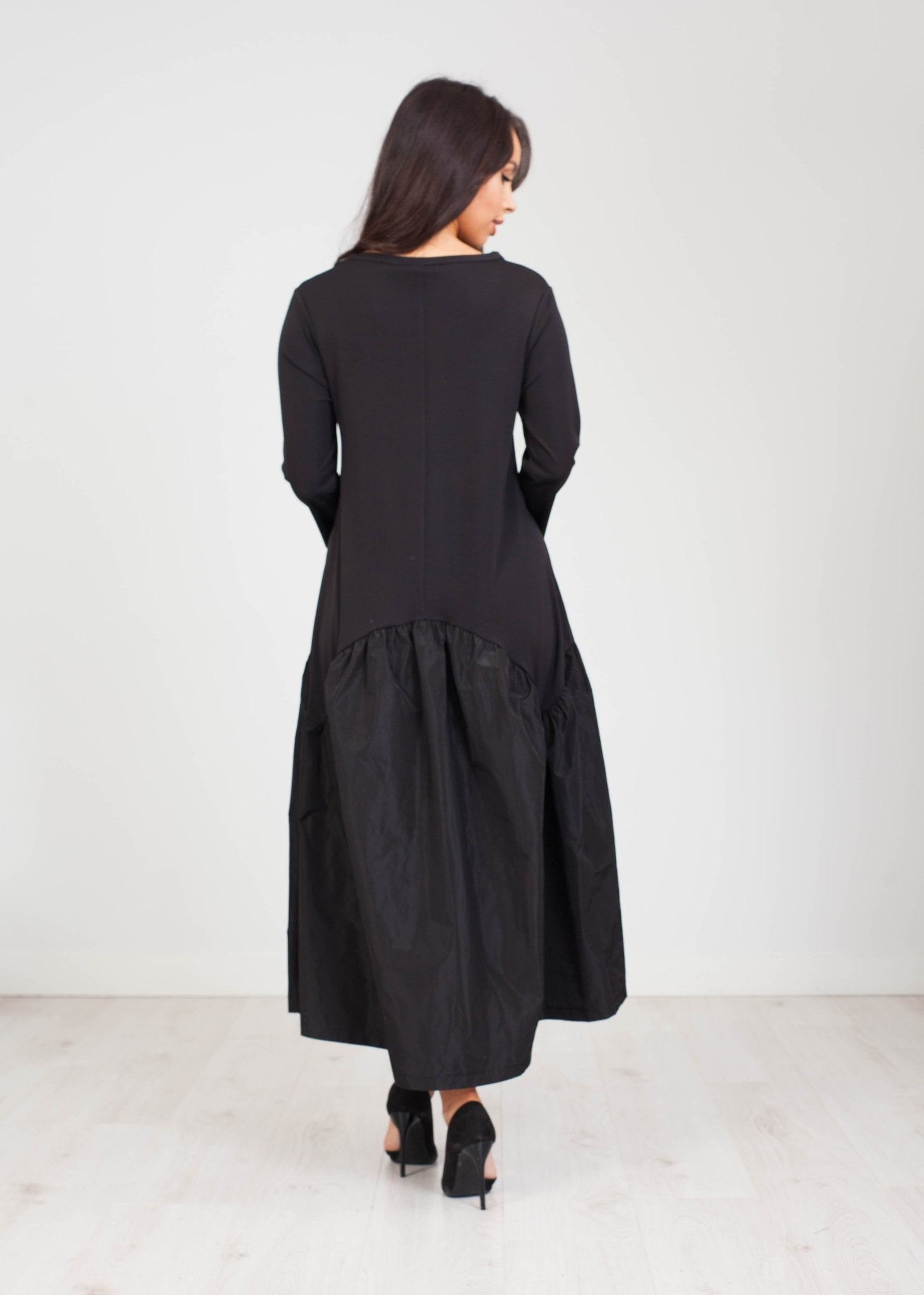 Cleo Midi Dress in Black - The Walk in Wardrobe