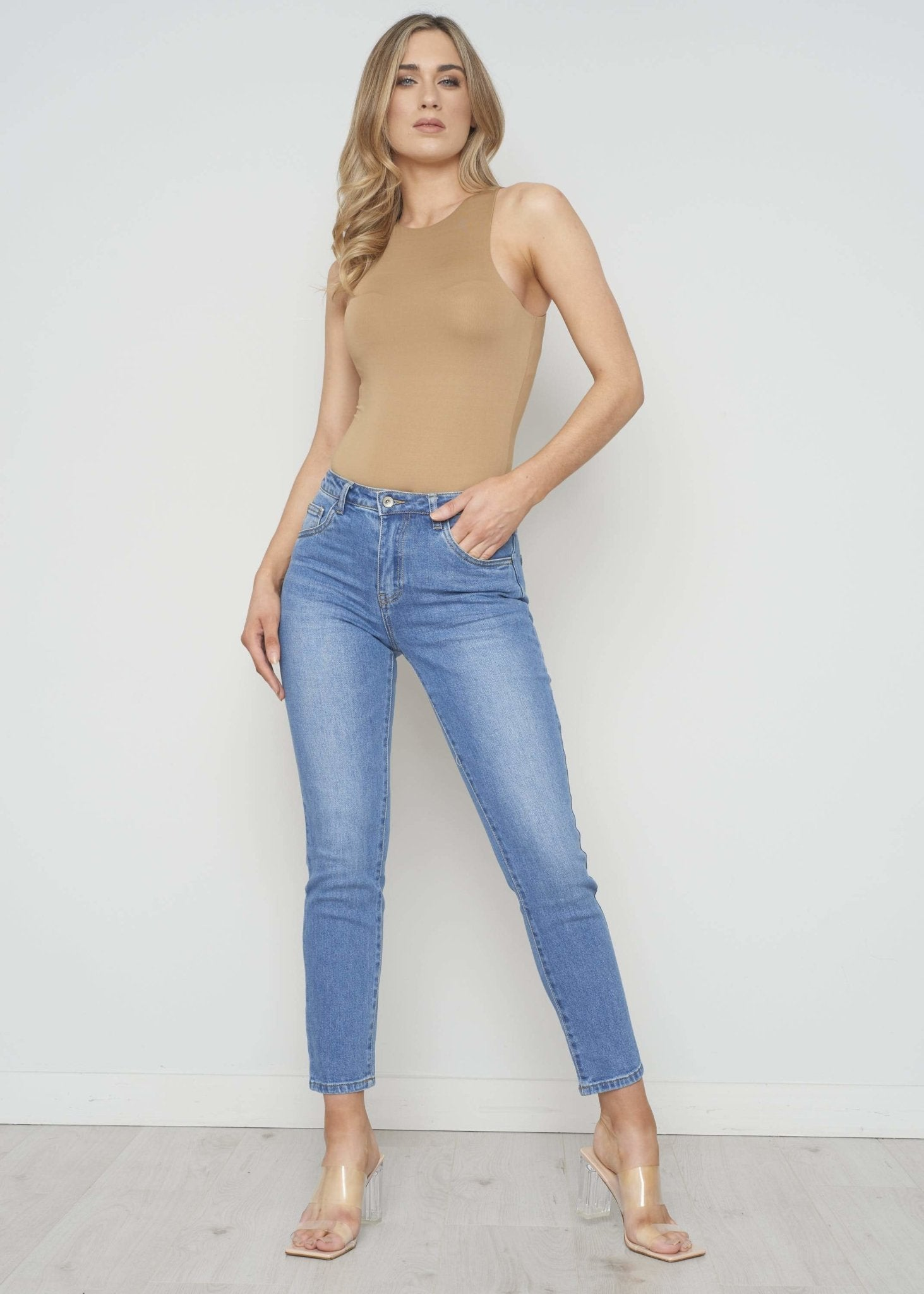 Cora Straight Leg Jean In Light Wash - The Walk in Wardrobe