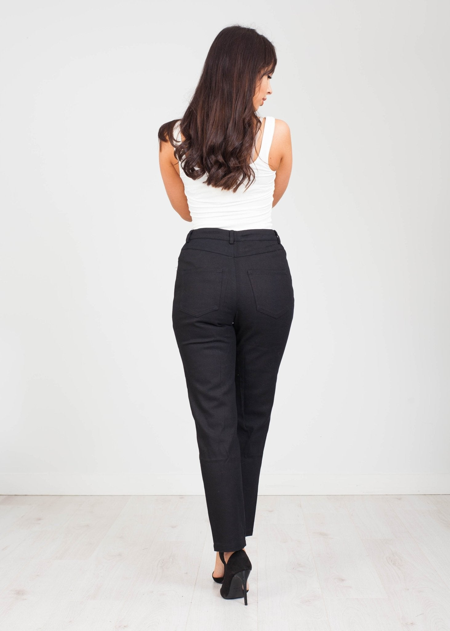 Daisy Mom Jeans in Black - The Walk in Wardrobe