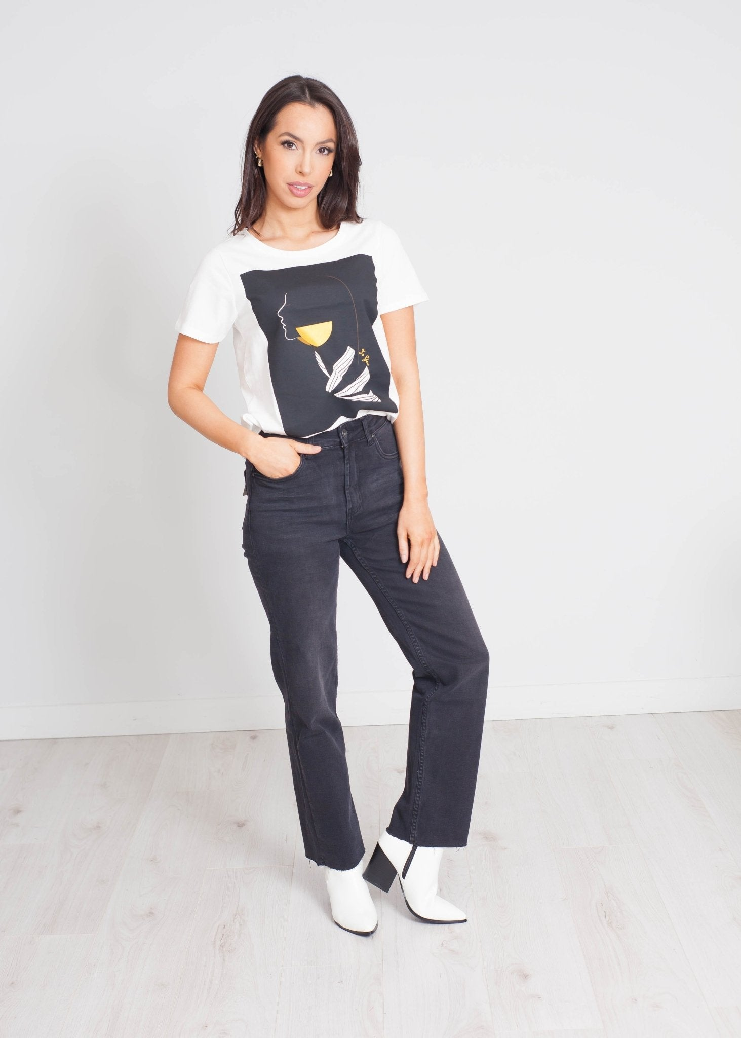 Darcey Printed T-Shirt In Black - The Walk in Wardrobe