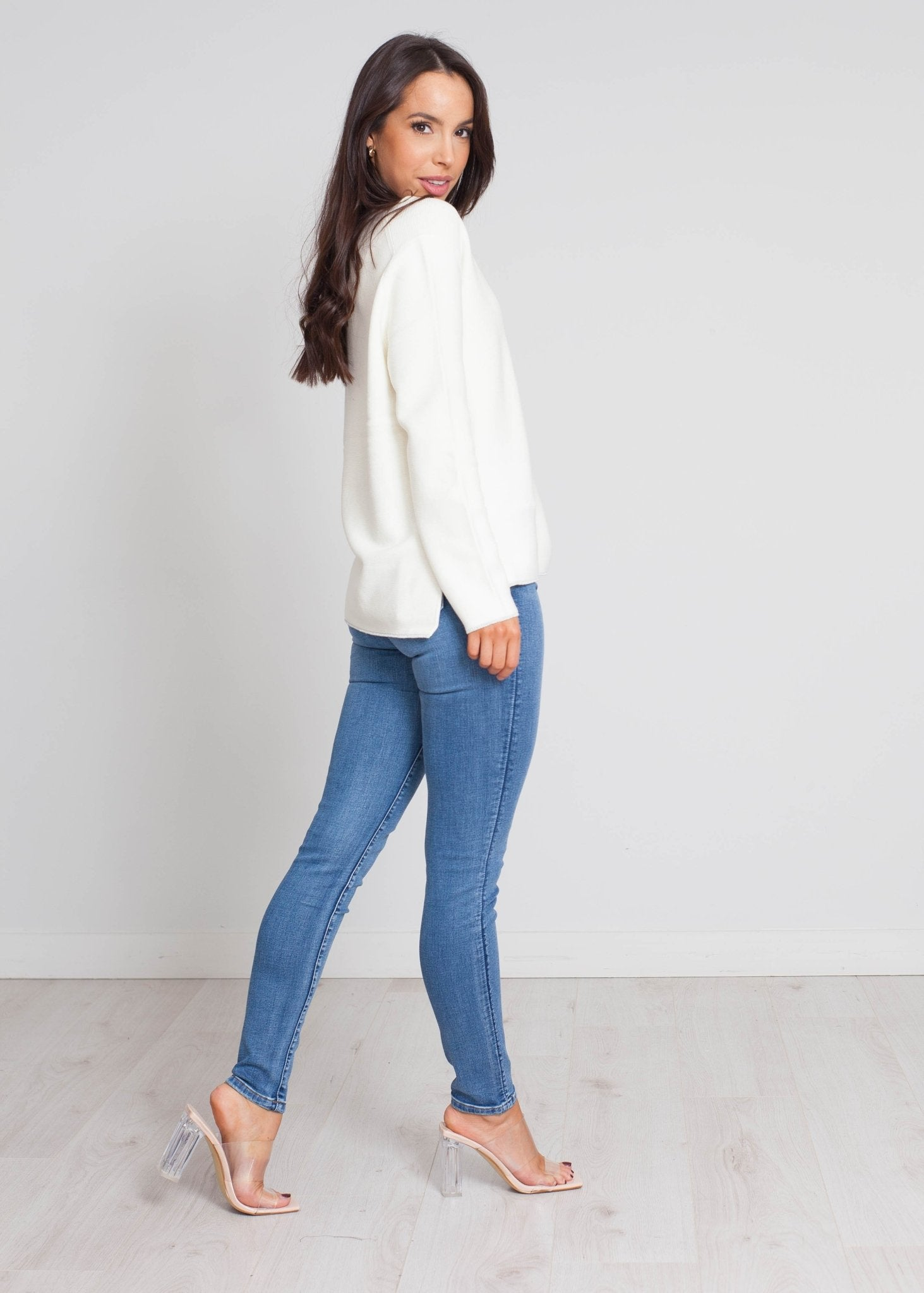 Darcey V-Neck Jumper In Cream - The Walk in Wardrobe