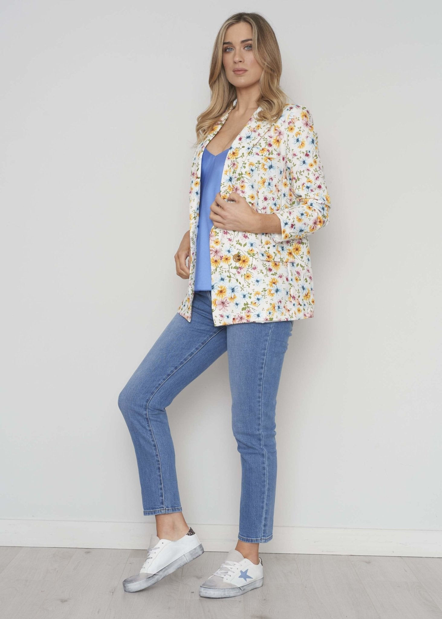 Elsa Floral Blazer In White Mix - The Walk in Wardrobe