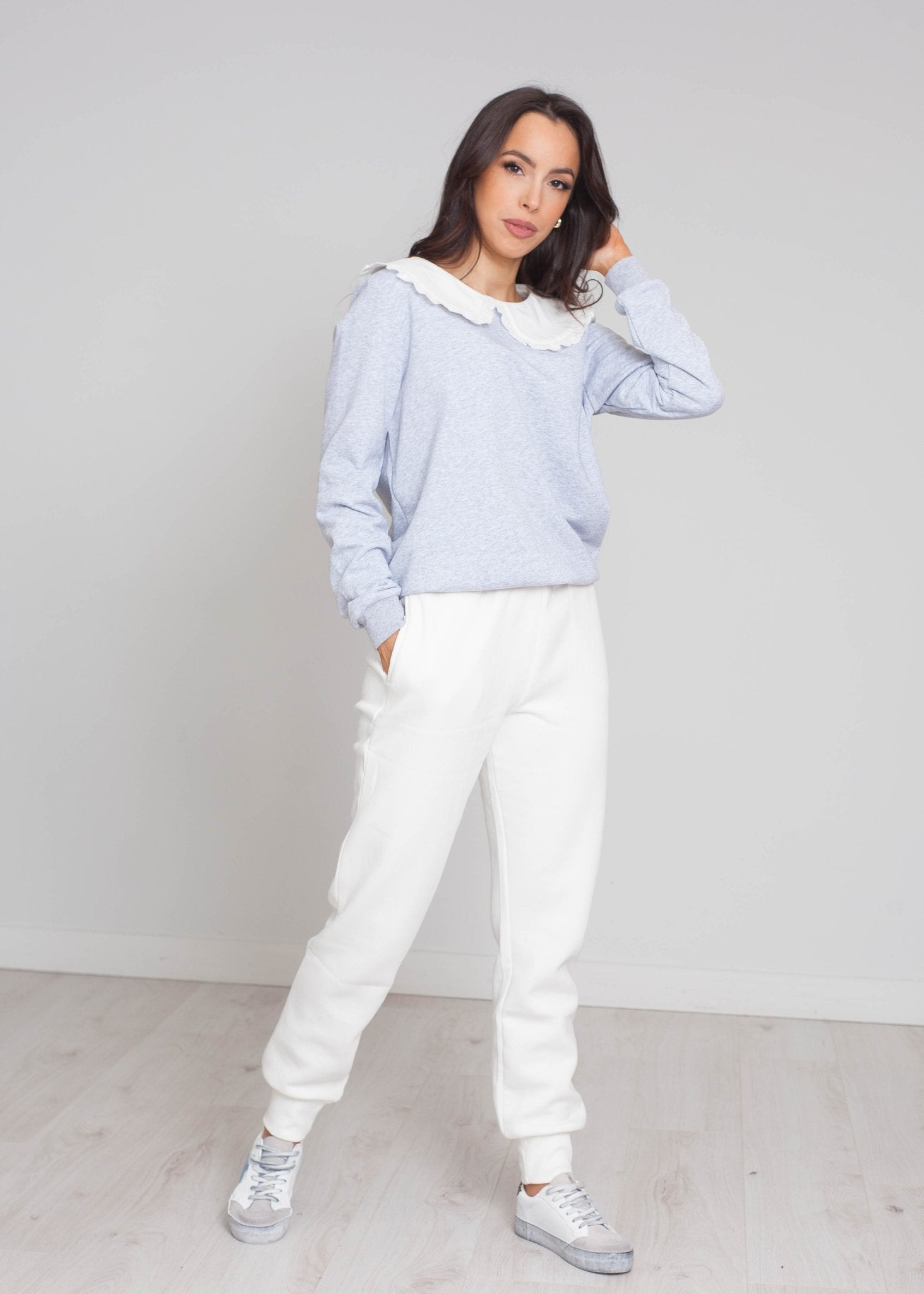 Elsa Joggers In White - The Walk in Wardrobe