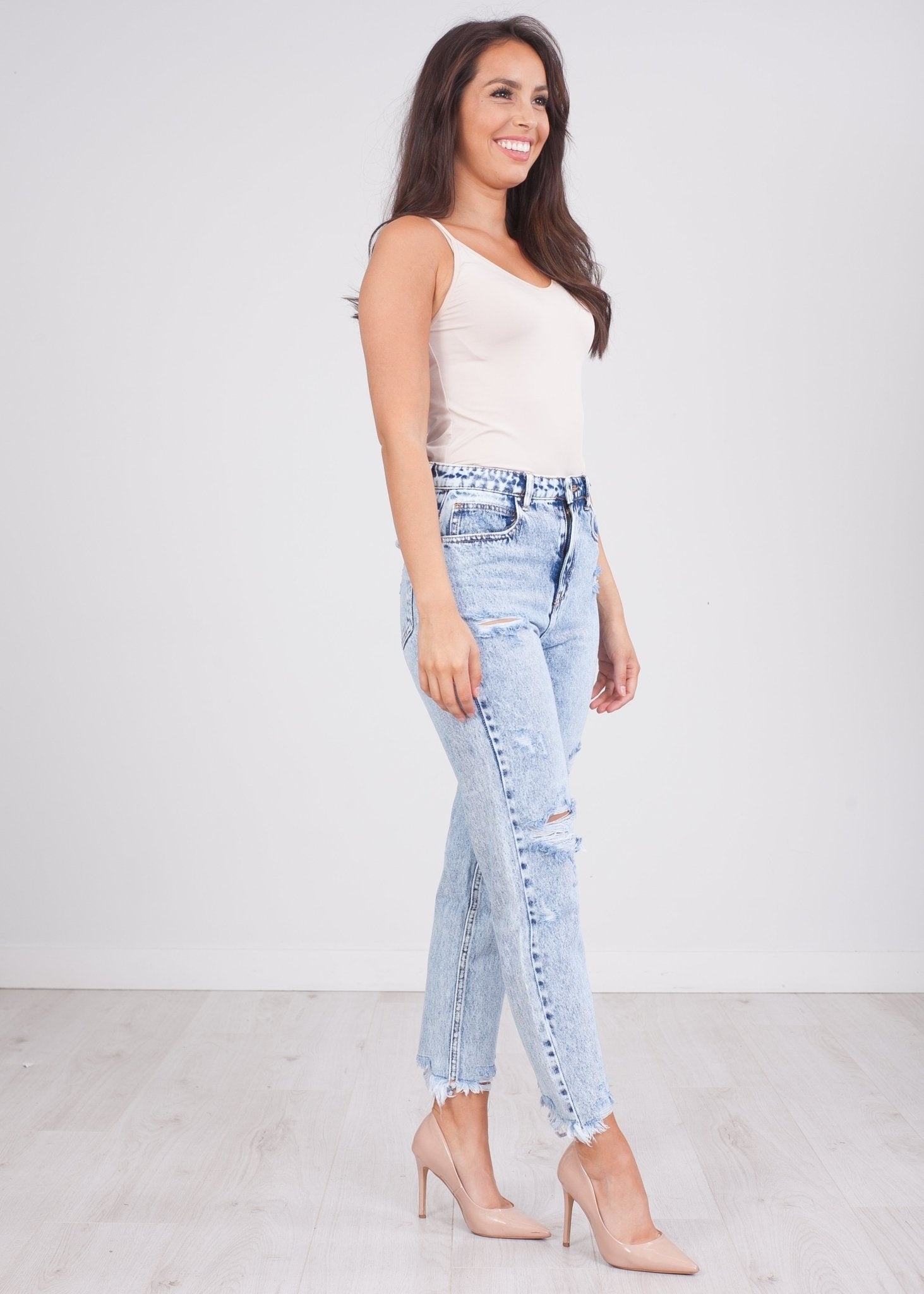 'Laura' Ripped Mom Jeans - The Walk in Wardrobe
