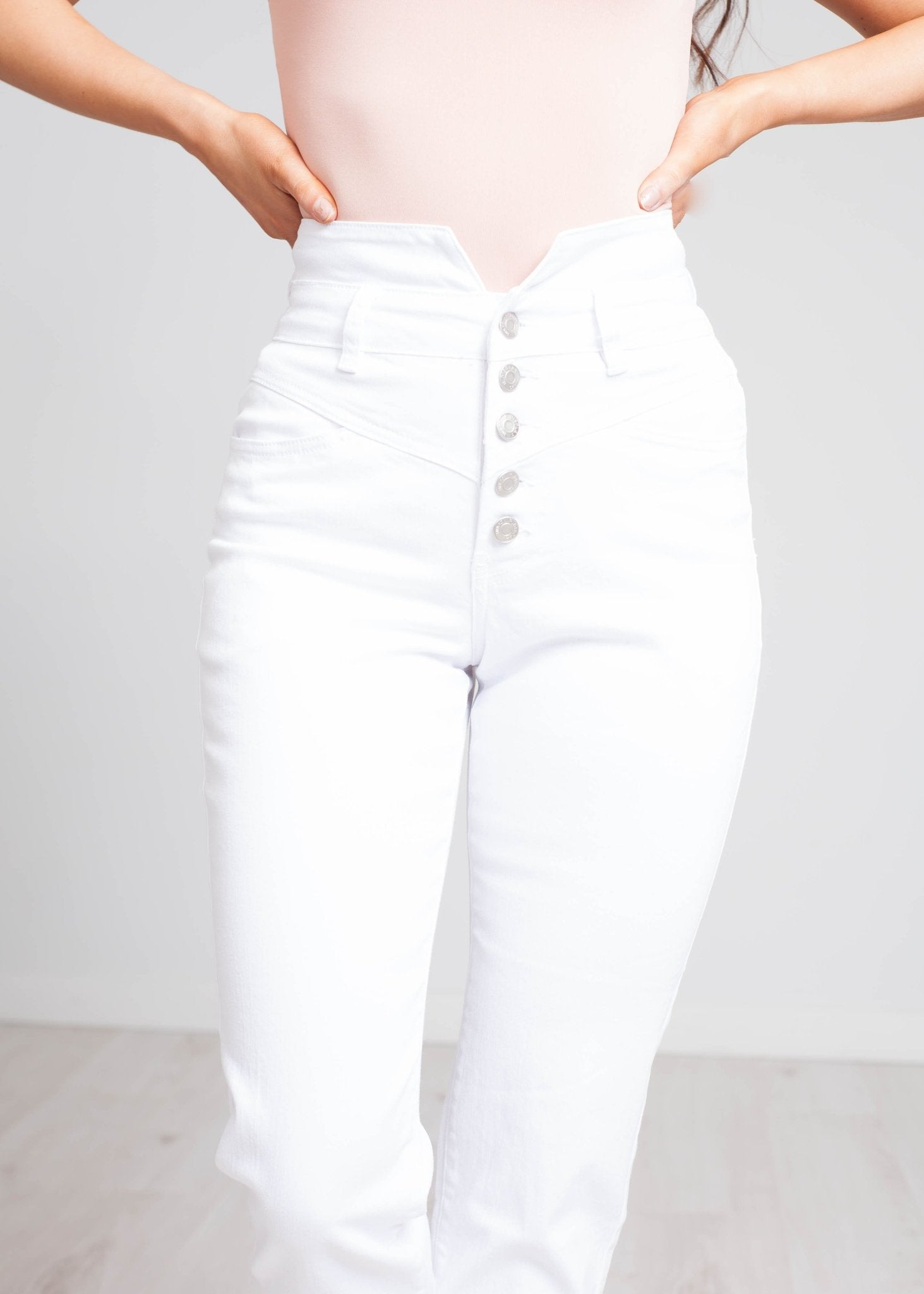 Naomi High Waist Mom Jean In White - The Walk in Wardrobe