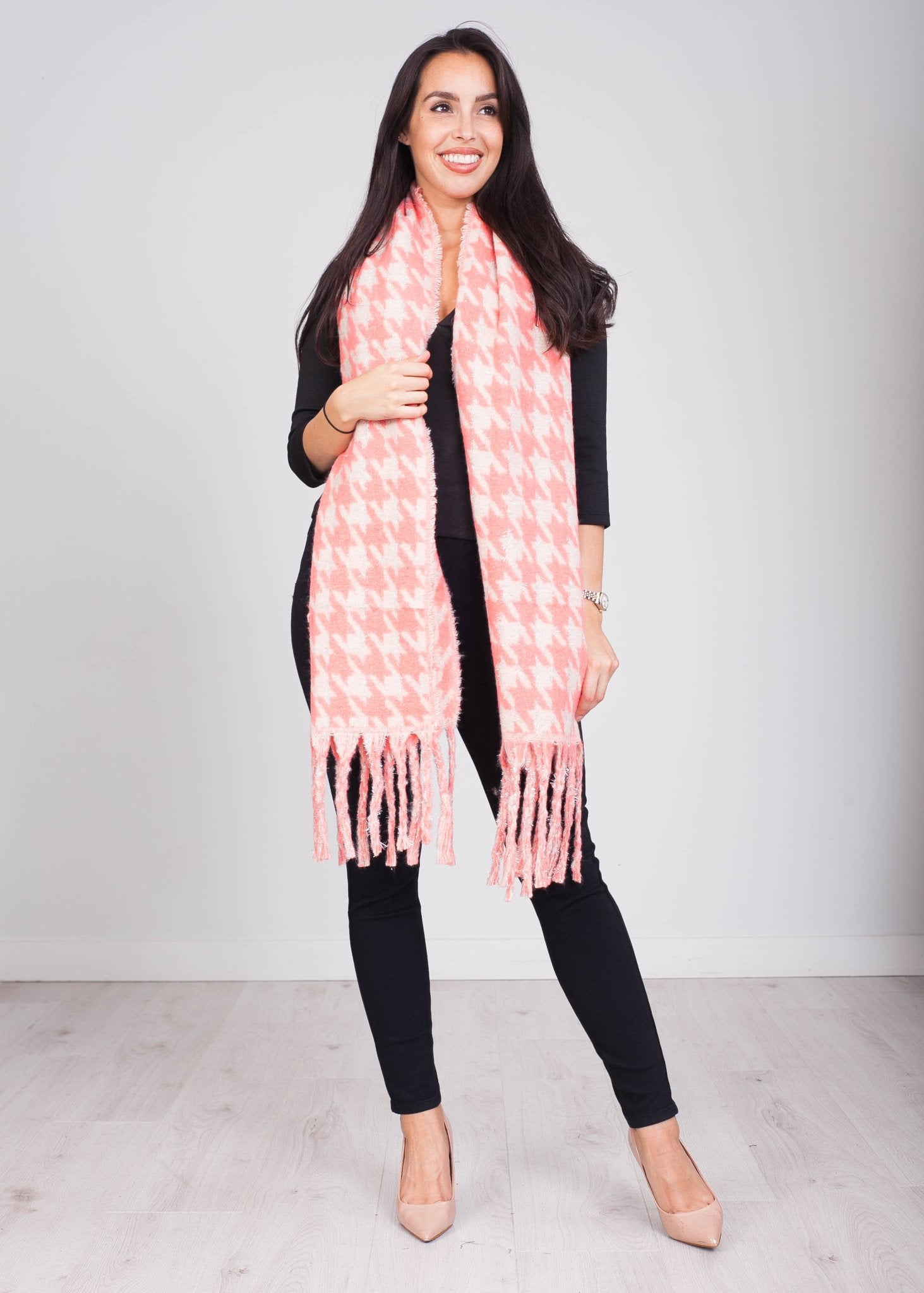 Priya Peach Houndstooth Scarf - The Walk in Wardrobe