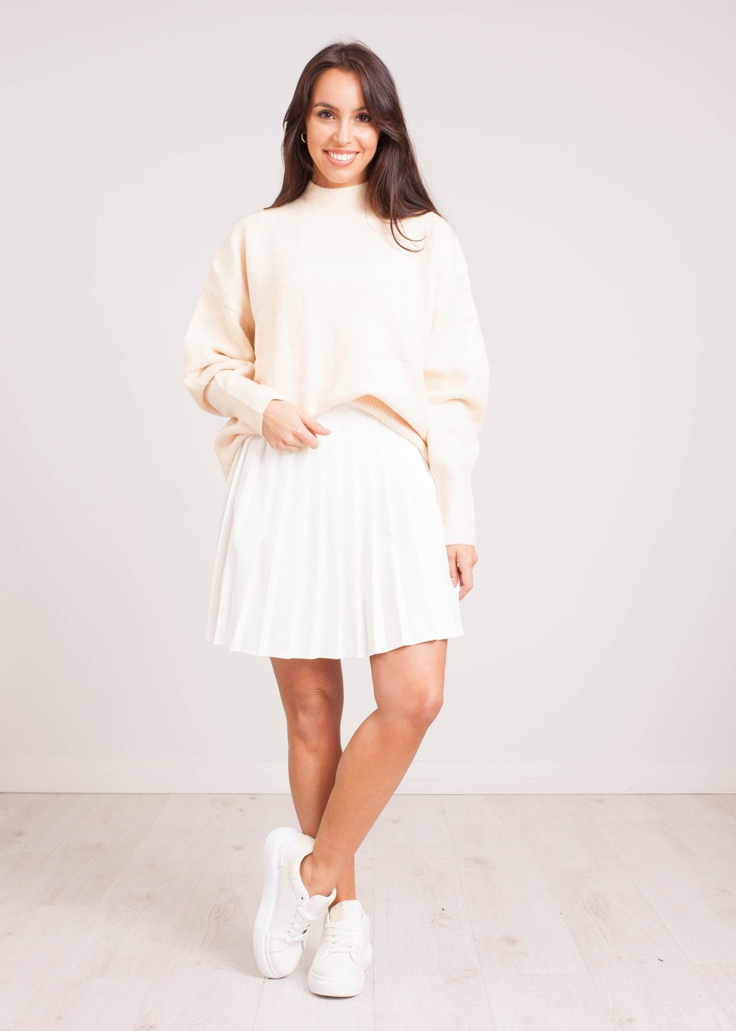 Priya Pleated Skirt in White - The Walk in Wardrobe