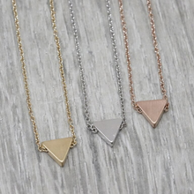 jj+rr Brushed Triangle Necklace 4N401
