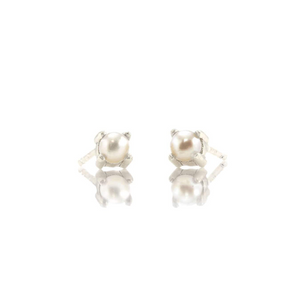 Kris Nations Pearl Prong Set Studs Silver E669-S-PRL