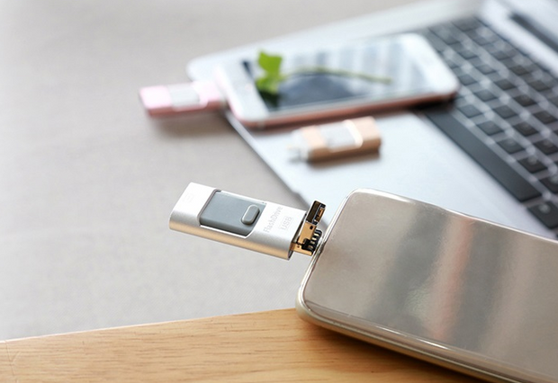 MOBILE USB FLASH DRIVE FOR IPHONE AND ANDROID