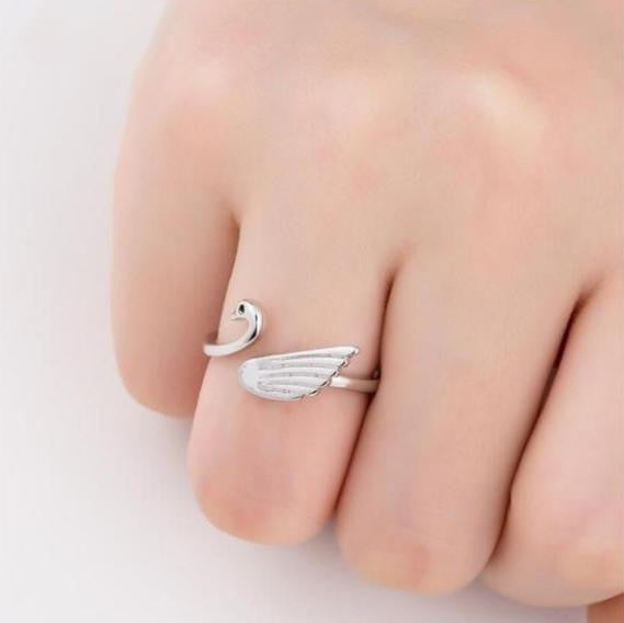 Classic Swan Ring