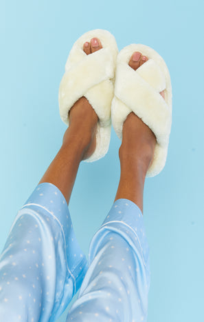 Snug as a Bug Fuzzy Slipper ~ Ivory