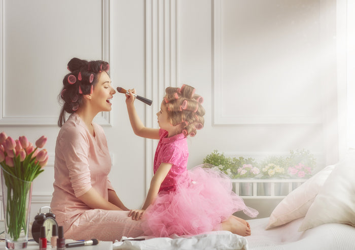 The Chic Mother's Day Look You Can Create At Home
