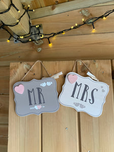SALE! Set of 2 Mr & Mrs sign