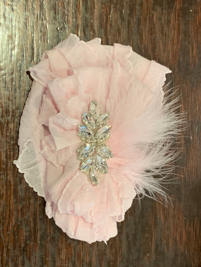 IN AWE COUTURE RUFFLE HEADBAND WITH FEATHER