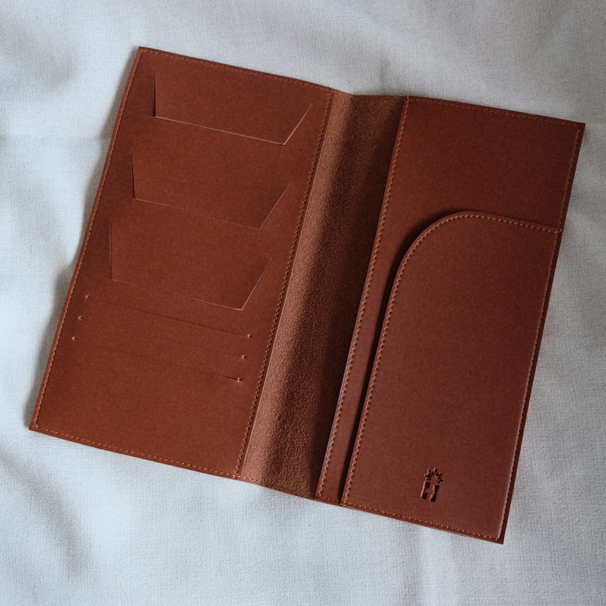Travel Organizer in Tan