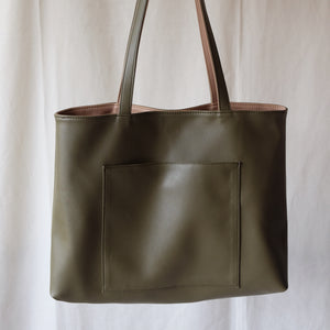 Luna Reversible in Beige/Olive
