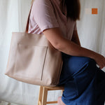 Luna Reversible in Beige/Tan