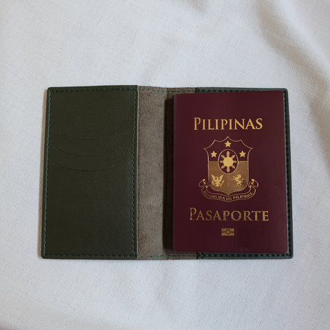Passport Holder in Moss Green