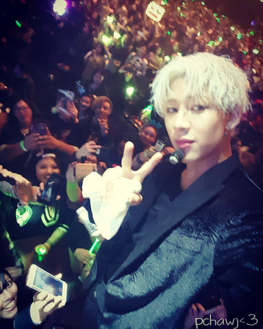 Bambam taking groupie with my phone <3