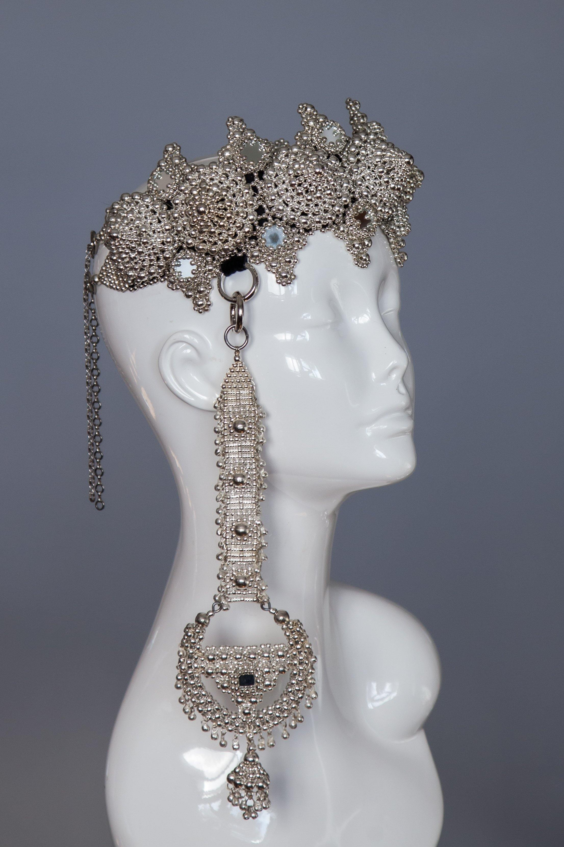 Eingana Crown with Anouk Medallions