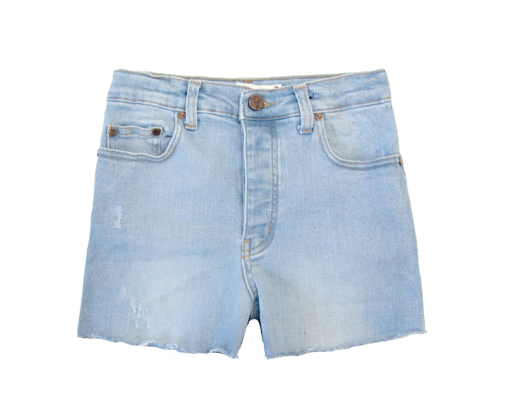 teen girl high waisted light wash denim shorts