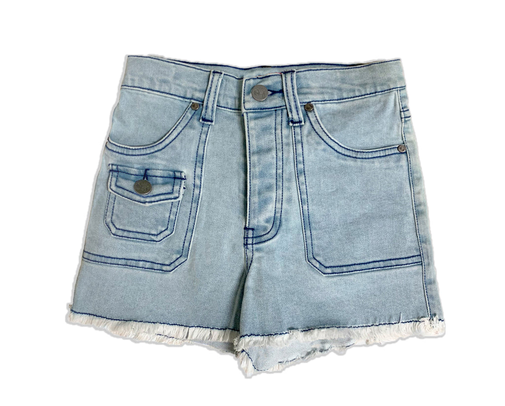 teen girls high rise light wash denim cargo short with contrast stitching