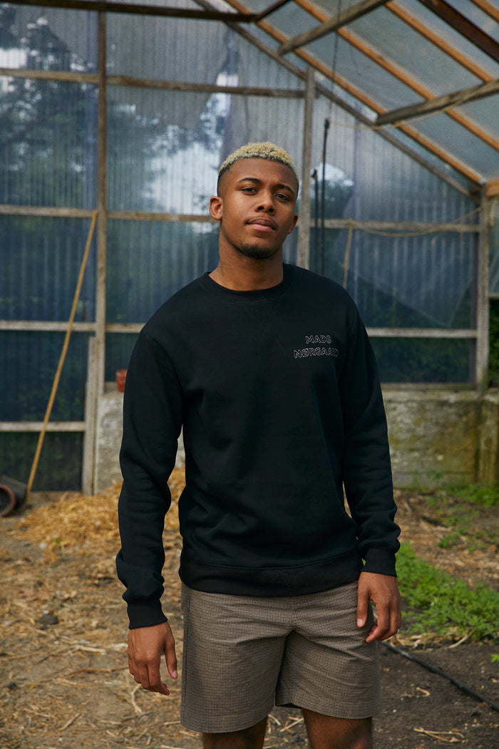 New Standard Crewneck Emb, Black