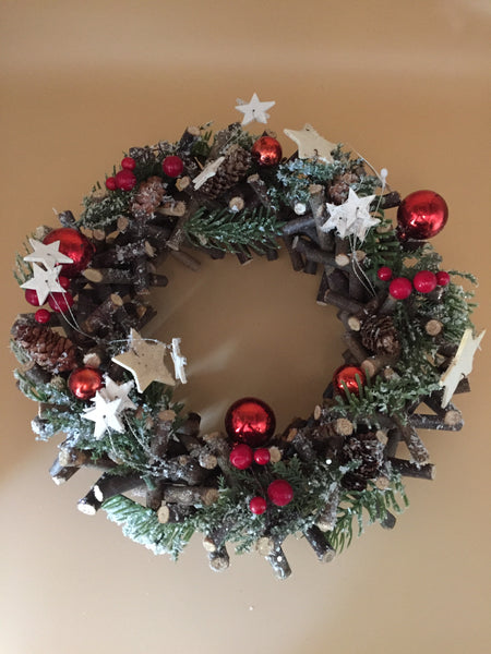 Large Red & Woodland White Stars Round Wreath