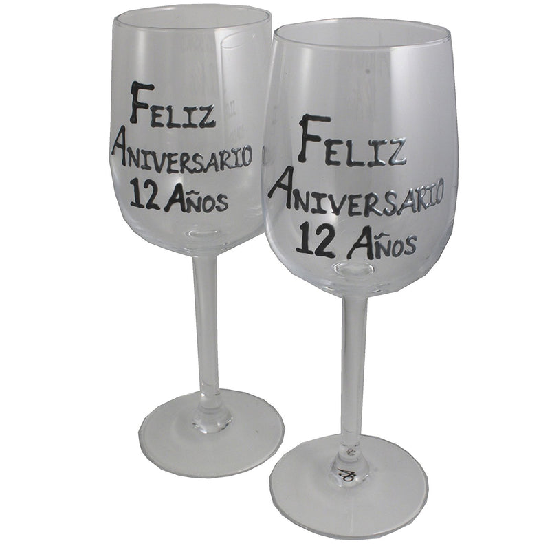 Un par de Copas de Vino Feliz Aniversario 12 Años - 12th Wedding Anniversary Pair of Wine Glasses (Blk/Sil)