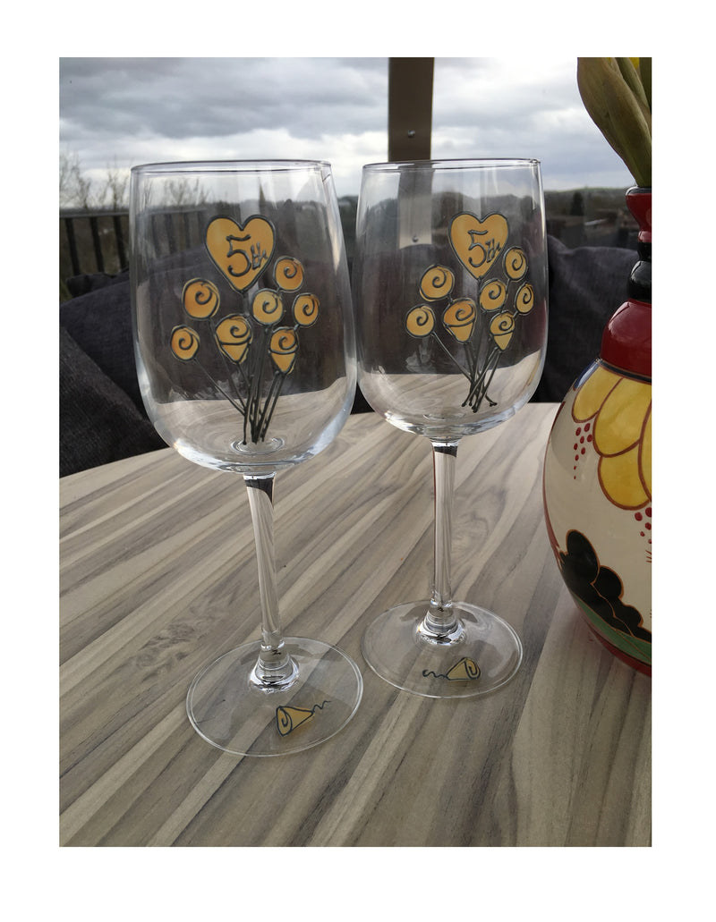 5th Wedding Anniversary Wine Glasses: (Flower)
