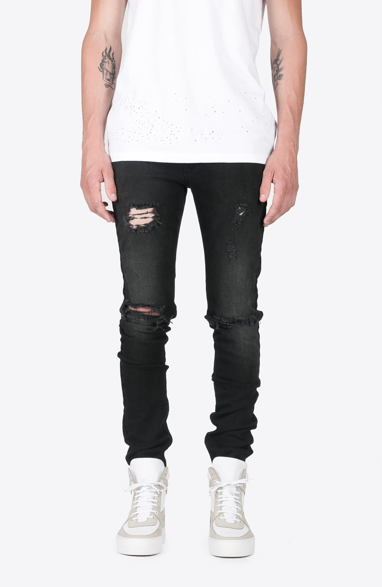 BLACK RIPPED DENIM