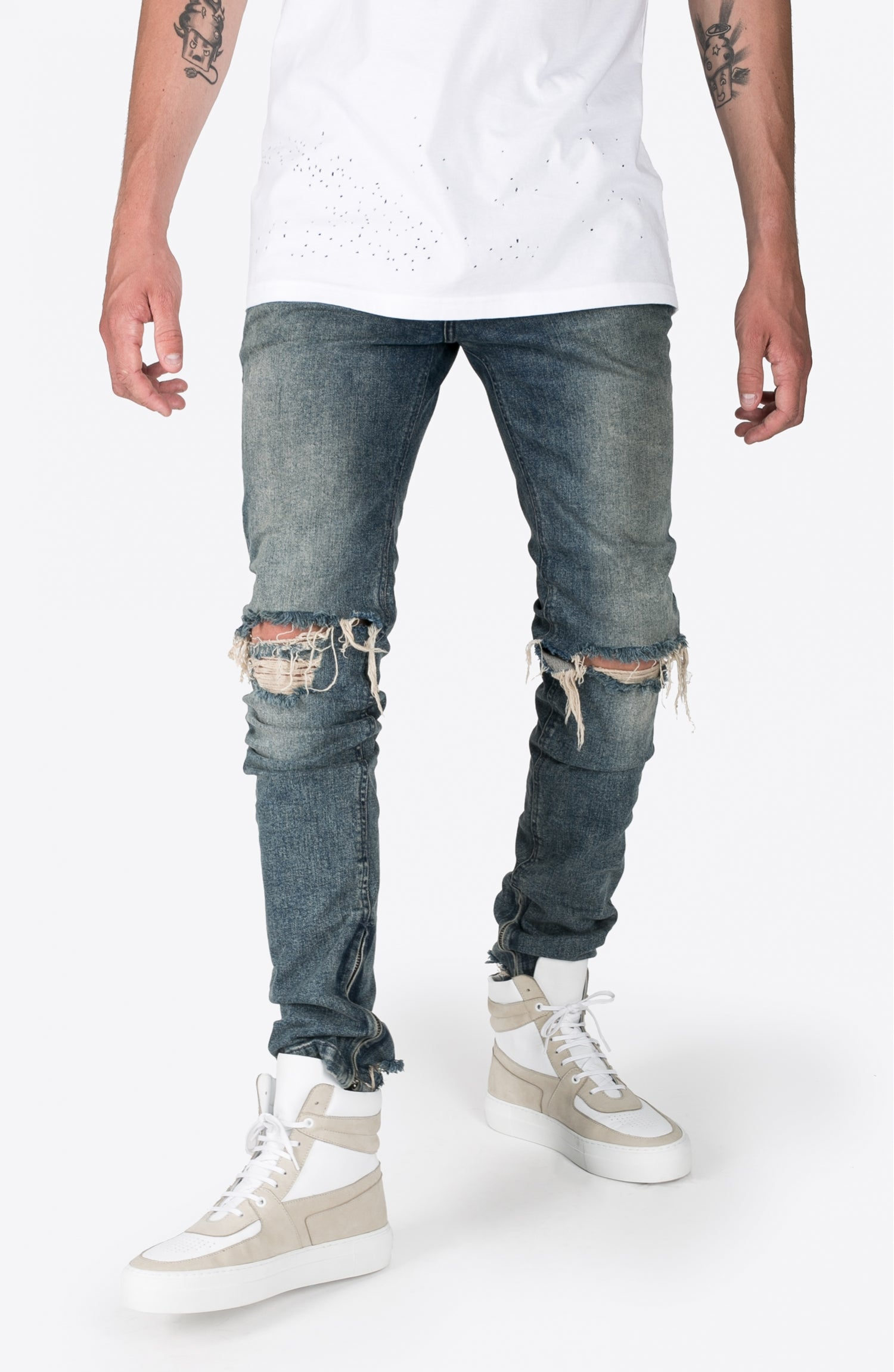 BLUE RIPPED DENIM