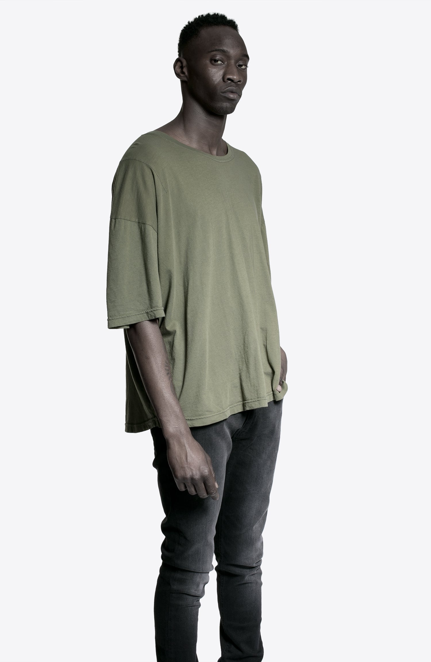 ESSENTIAL OLIVE LOOSE TEE