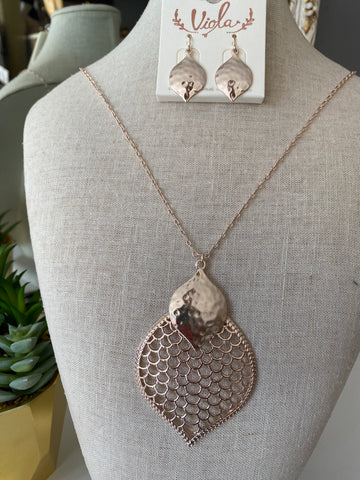 Long Meshed Acorn Necklace Set