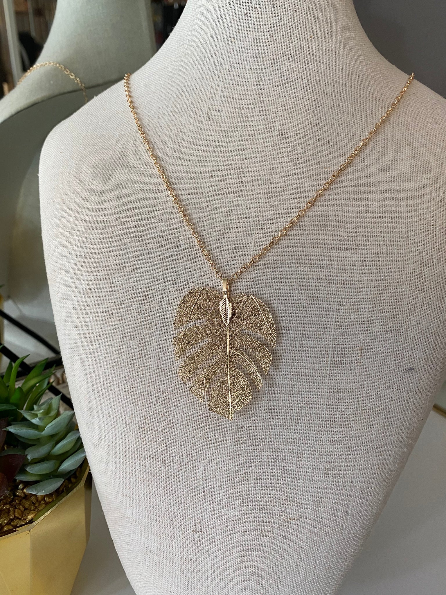 Mesh Feather Necklace